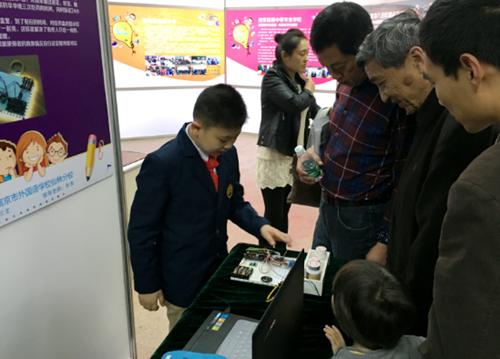 南京市举办中小学生科技小发明优秀作品展示会