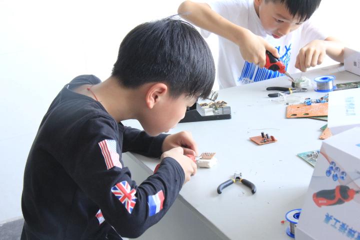 电子创意焊接制作图片