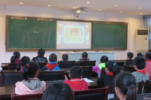 环秀社区组织未成年人观看文明礼仪教育片